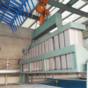 Medium sized construction type ice machine